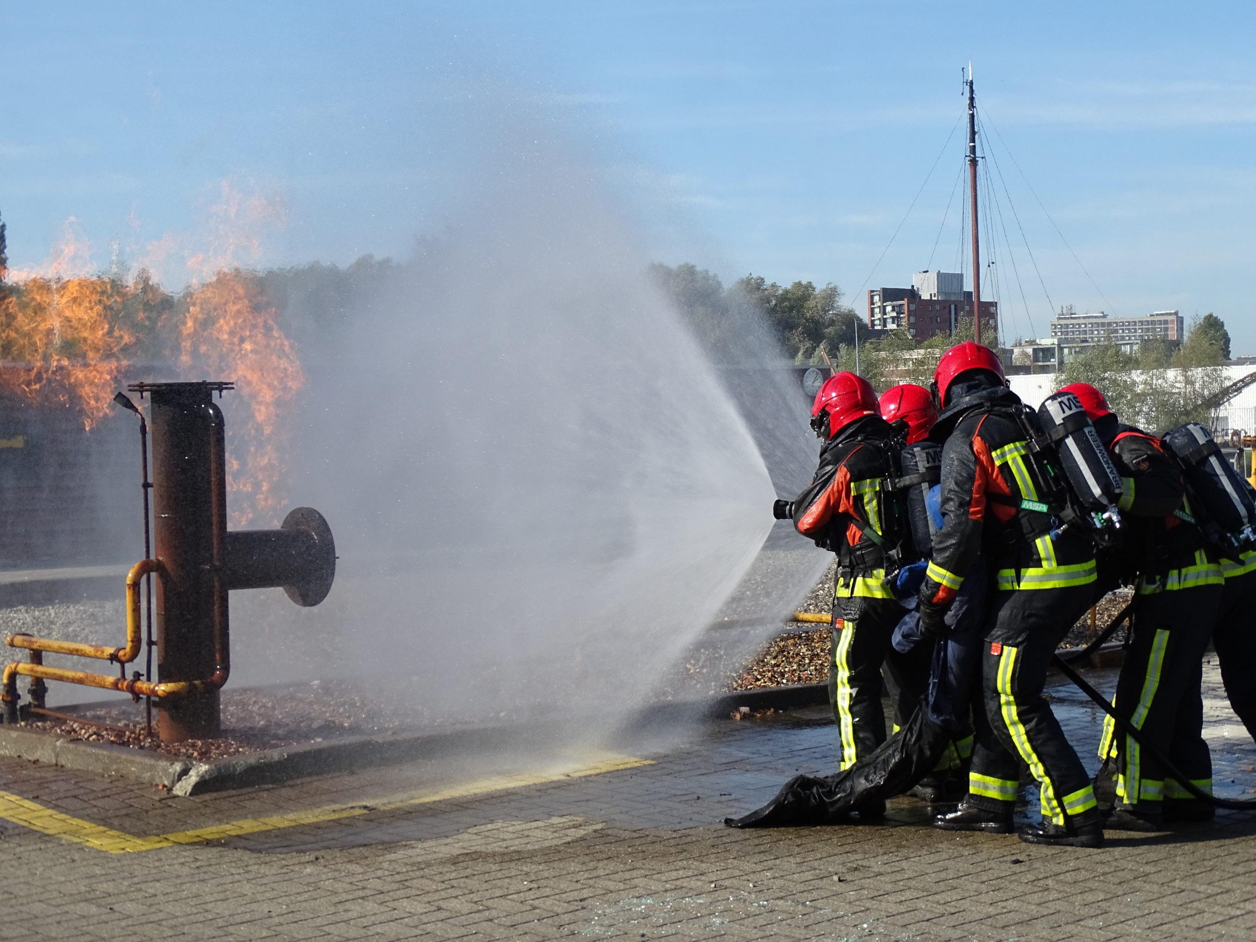 Brandweer blust gasbrand